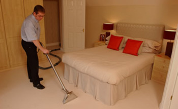 убираем спальню